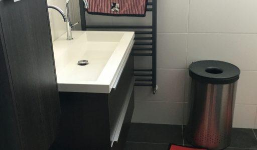 voor een paar euro geef je de badkamer een nieuwe look