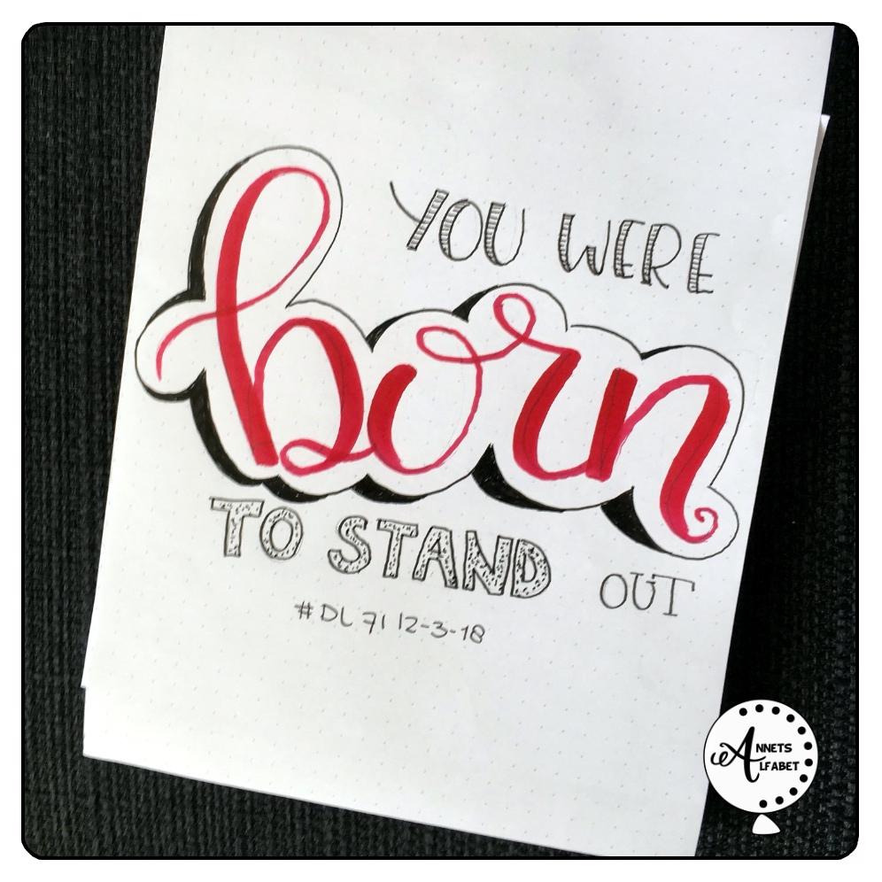 Handletteren teksten You were born to stand out