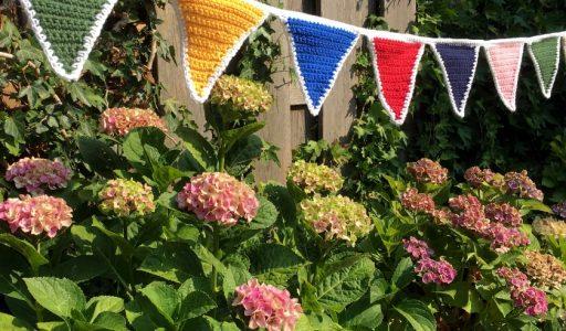 aan de haak blog 32 een vlaggetjesslinger voor de tuin
