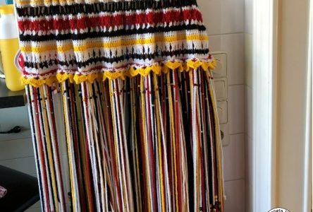 Een gehaakt gordijntje voor een handdoekenrek (haakblog 60)