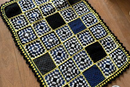 Een gehaakte granny square deken van promobollen (haakblog 94)