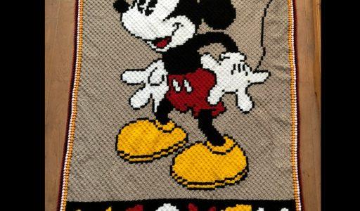 een gehaakte corner to corner deken van Mickey